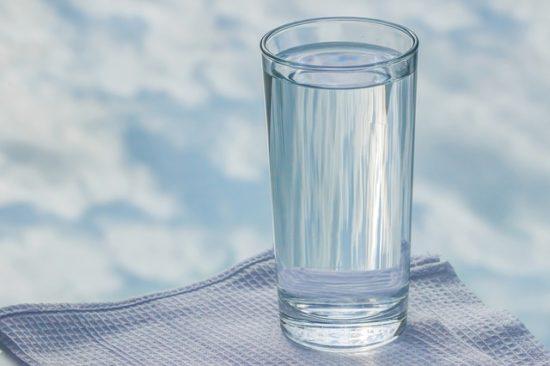 Стакан с водой