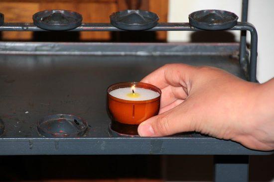 Свеча в церкви